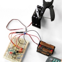 In the Maker Shed: Teleclaw – Telerobotic Gripper Kit